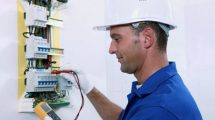 Electrician-testing-circuits_foto