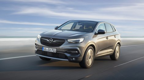 Powerful combination: The Opel Grandland X with new 1.5-litre diesel engine offers strong performance with high climate friendliness and environmental compatibility.